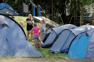 Tenten opzetten | Nacht van de Speeltuin | Speeltuinvereniging 't Zonnehoekje, Gemert